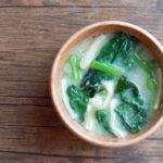 ツルムラサキとわかめのお味噌汁