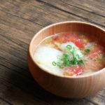 トマトと松山あげのお味噌汁