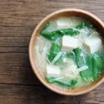 レタス、豆腐とえのきのお味噌汁