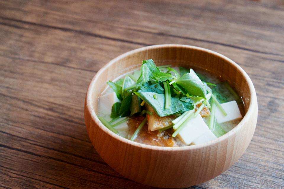 野菜天とみつばのお味噌汁