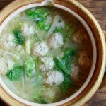 鶏団子と白菜のお味噌汁