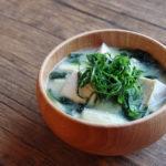 豆腐とわかめと大葉のお味噌汁