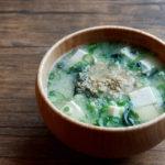 豆腐とわかめ、青ねぎとすりごまのお味噌汁