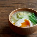 キャベツと半熟卵のお味噌汁