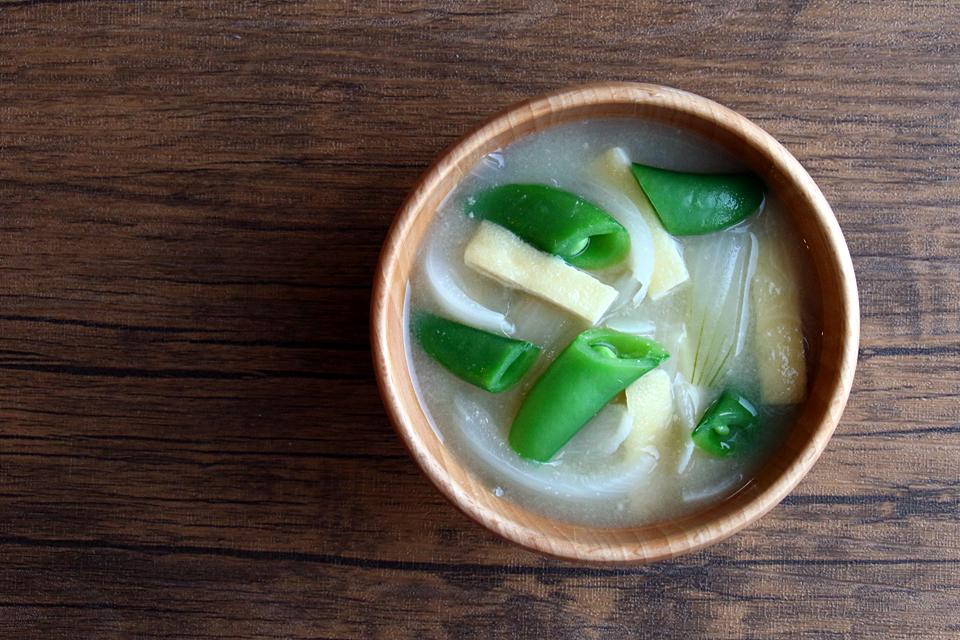 スナップエンドウと新たまねぎのお味噌汁