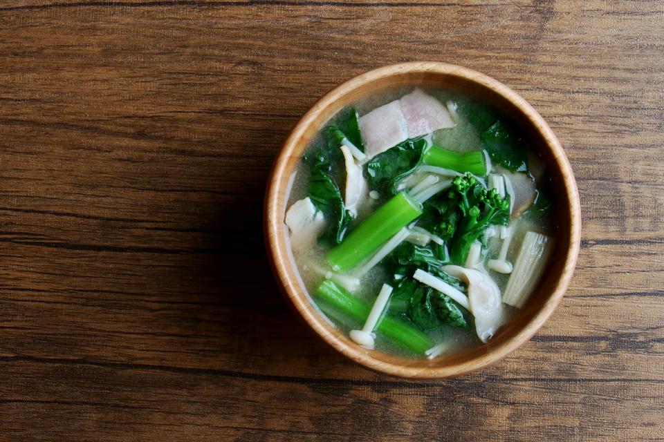 アスパラ菜とベーコンのお味噌汁