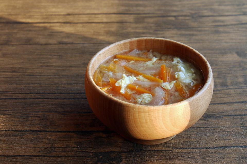 にんじんと玉ねぎと卵のお味噌汁