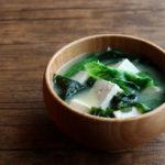 豆腐とわかめとレタスのお味噌汁