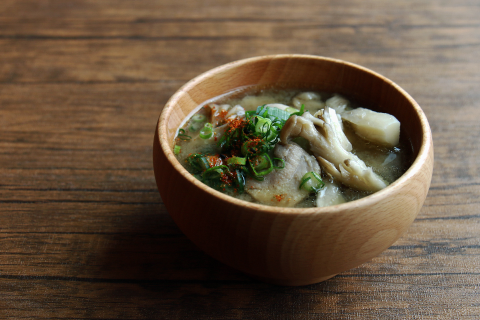 鶏肉と舞茸のお味噌汁