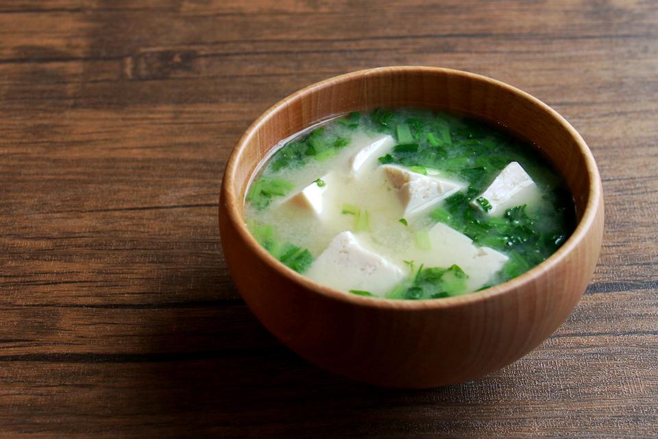 豆腐と大根菜のお味噌汁