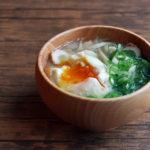 ちくわとごぼうに落とし卵のお味噌汁