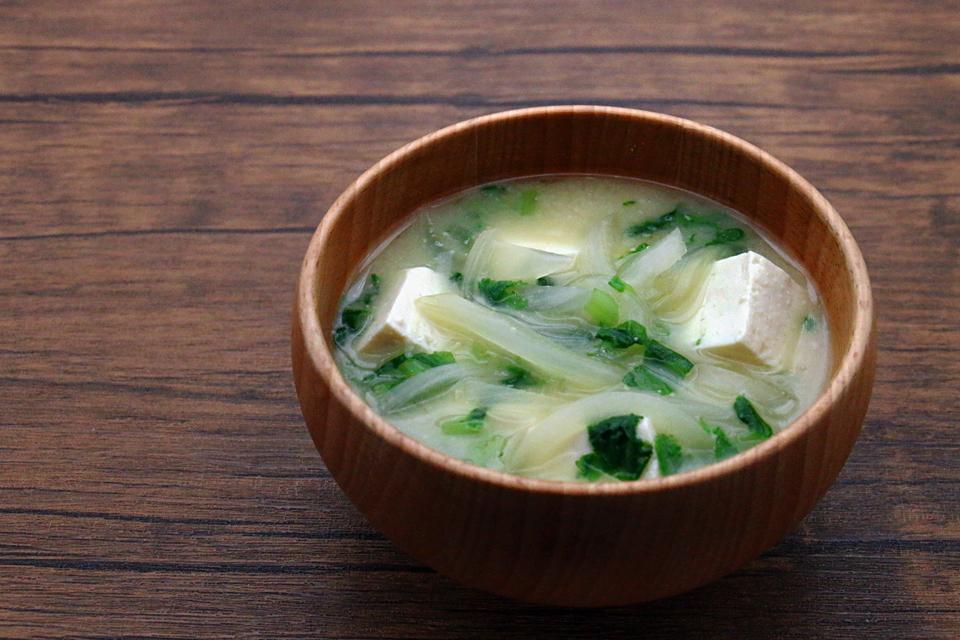 豆腐と玉ねぎのお味噌汁